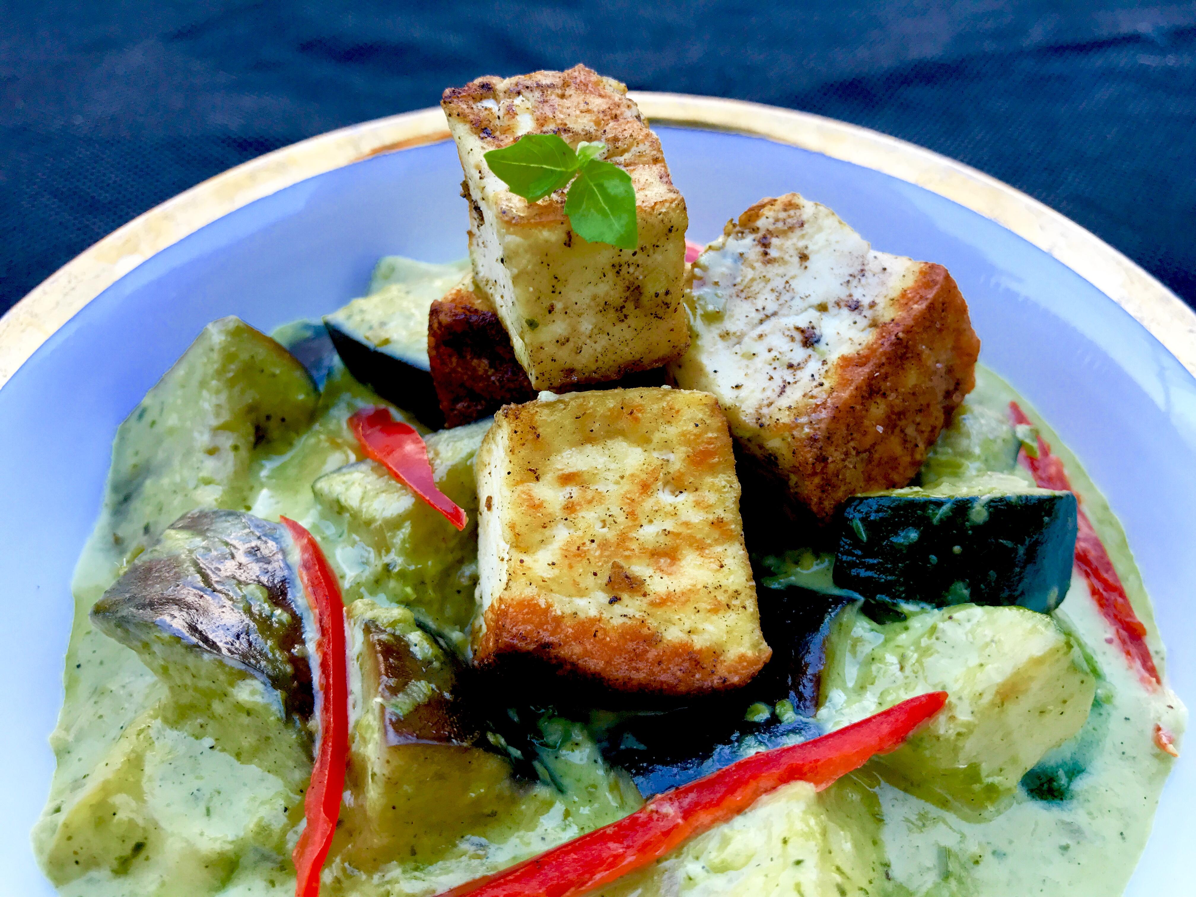 Vegan thai green tofu curry easy vegan thai food recipes to enjoy vegan thai green tofu curry thai food online forumfinder Choice Image