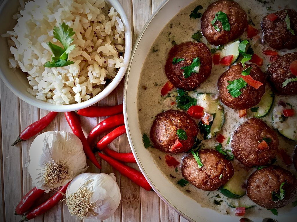 Vegan Meatballs Curry